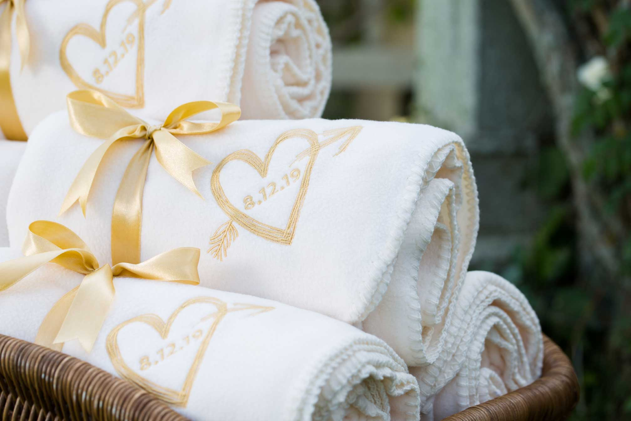 fleece blankets as winter wedding favors